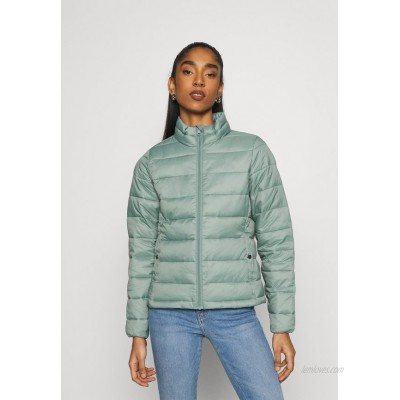 ONLY ONLSANDIE QUILTED JACKET  Light jacket chinois green/green