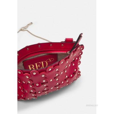 Red V POCHETTE Clutch fragola/red