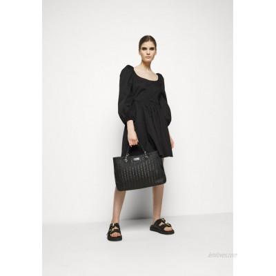 Emporio Armani MYEABORSA SHOPPING SET Handbag black/ecru/black