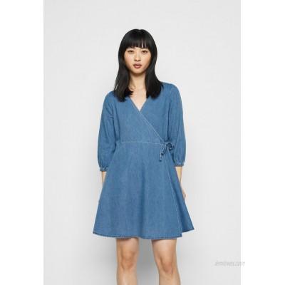 Vero Moda Petite VMHENNA WRAP SHORT DRESS Denim dress light blue denim/light blue